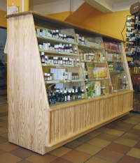 Дървени стелажи за козметика