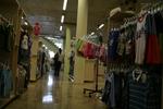 произвеждаме стелажи за детски дрехи