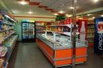 Обзавеждане на магазини за хранителни стоки по поръчка - щандове, стелажи и други