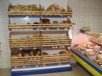 Изработка на щандове и стелажи по поръчка за магазини за хранителни стоки